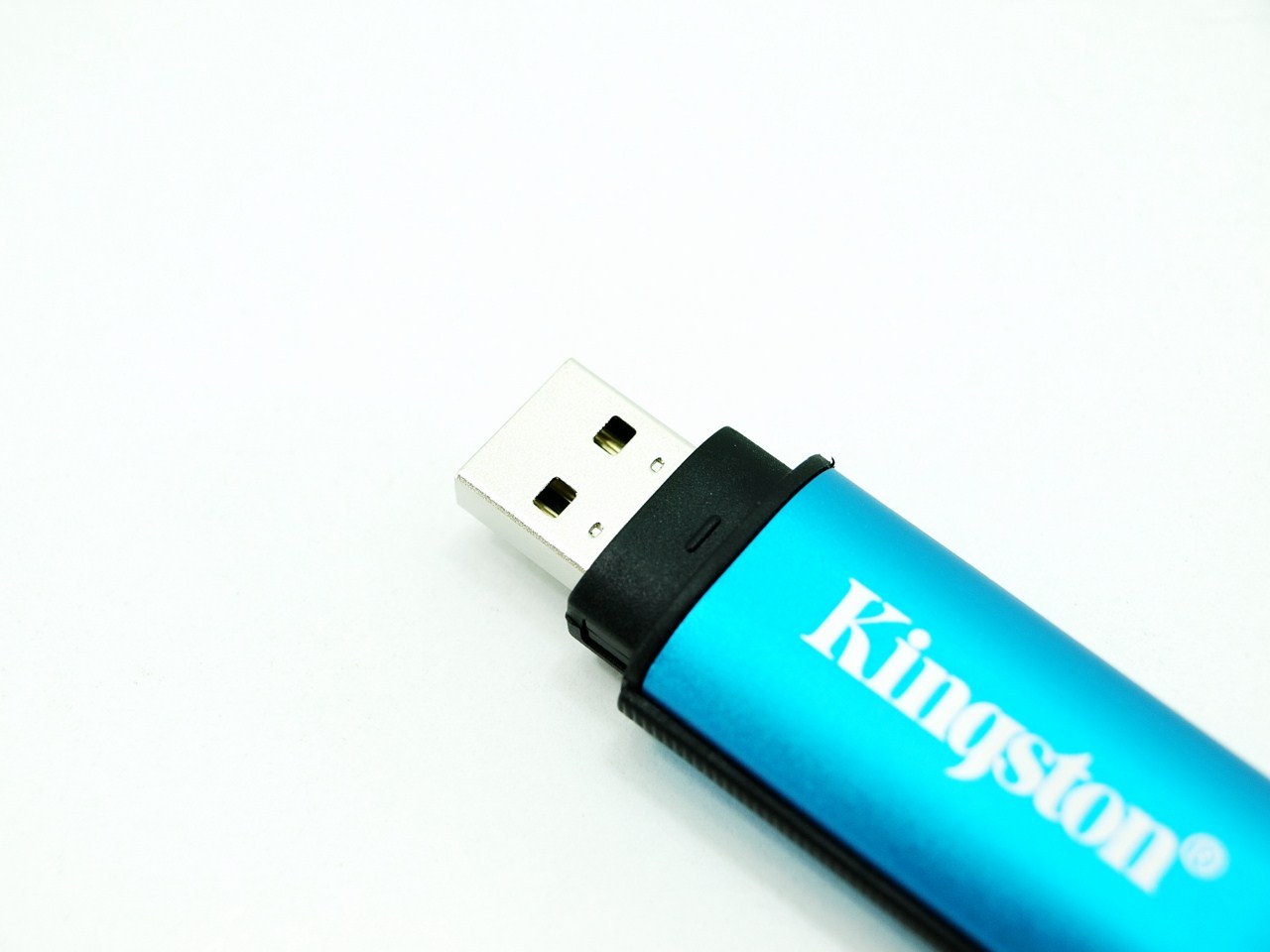 Kingston Datatraveler Vault Privacy 8gb Usb 20 Flash Drive Review Flasdisk 4gb Unlike Other Drives Manufactured By The Dt Does Not Have Capacity And Serial Number Engraved On Head