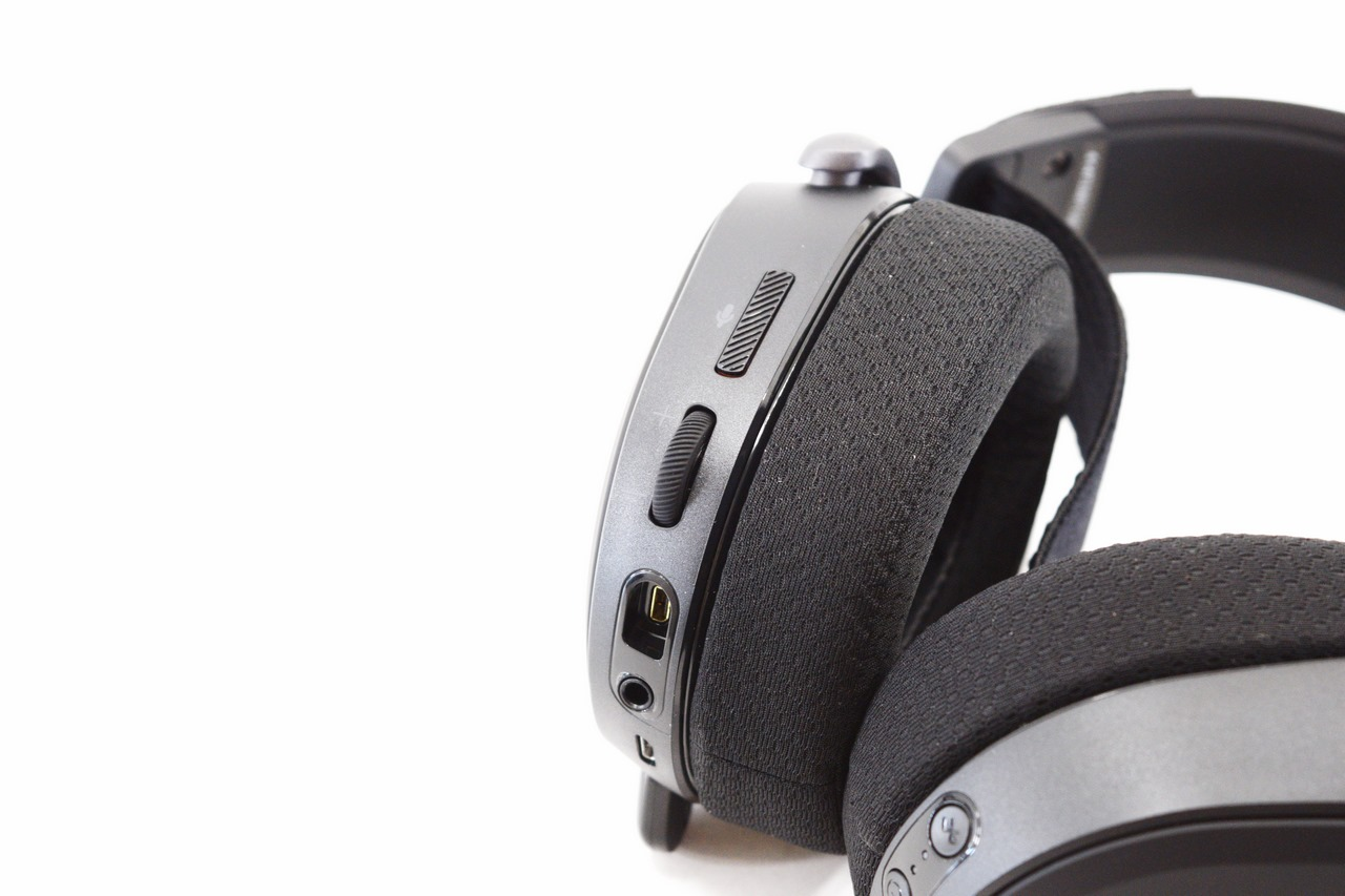 SteelSeries Arctis Pro Wireless Lossless Gaming Audio System